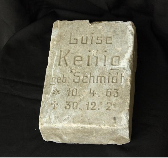 Grabstein aus dem Jahr 1921